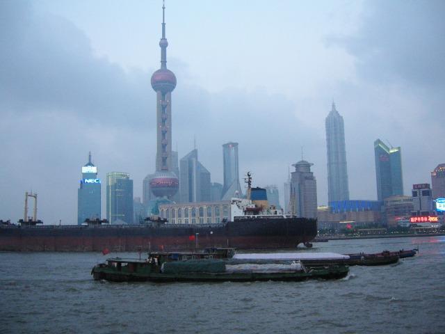 外灘から浦東地区を眺める/中国、上海(2005)